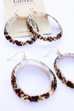 Shell Hoop Earrings1